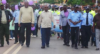 Marcha de homenagem às vítimas das estradas juntou personalidades de diferentes sectores da cidade de Malanje
