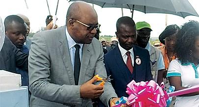 Vice-governador satisfeito com o edifício