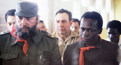 Presidente José Eduardos dos Santos no momento em que era recebido em Havana pelo comandante Fidel Castro no dia 24 de Março de 1980