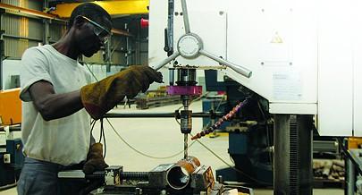 Empresa angolana da área metalúrgica está a produzir soluções modulares para unidades industriais com recurso à reutilização de contentores marítimos usados