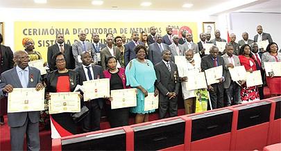 Acto de outorga de medalhas aos militantes do partido maioritário pelo seu contributo em prol do MPLA e da conquista da independência de Angola vai prosseguir nos próximos dias em todo o país