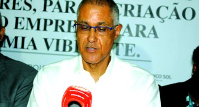 Director-geral da Total Diamantino Van Des