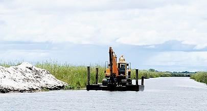 O canal localizado entre o município do Rivungo e a localidade zambiana de Shangombo permite o aumento das trocas comerciais acelerando o desenvolvimento económico da região