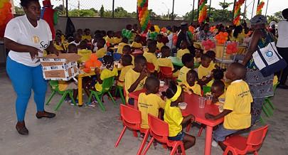 Crianças receberam presentes e brincaram alegremente