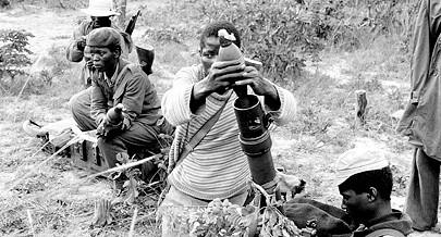 A tropa da SWAPO continuou a luta pela independência da Namíbia contra os sucessivos ataques da África do Sul