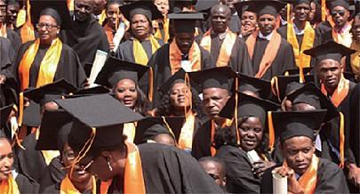 Quanto aos cursos de licenciatura está em estudo a possibilidade de realização de estágios durante um ano lectivo ou de uma aula magistral
