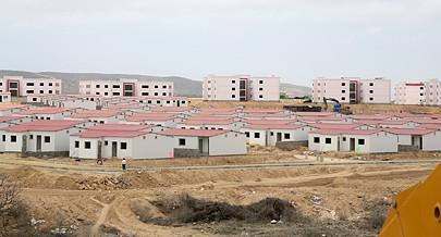 O Ministério do Urbanismo e Habitação vai ceder terrenos para autoconstrução dirigida em alguns bairros periféricos de Menongue
