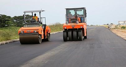 Em termos de estradas o governo provincial tem como prioridade a construção de quatro mil quilómetros