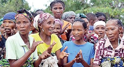 Comunidade San da localidade de Hupa recebeu terras para a agricultura no quadro de um projecto de apoio à segurança alimentar e nutricional