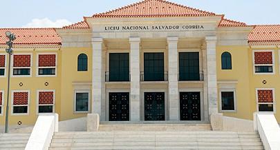 Fachada principal do antigo liceu nacional Salvador Correia onde estudaram no período colonial várias figuras do nacionalismo angolano