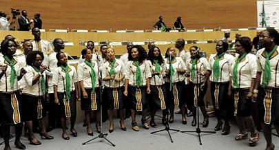 Emanuel Shimbidi é o maestro da banda de música da União Africana
