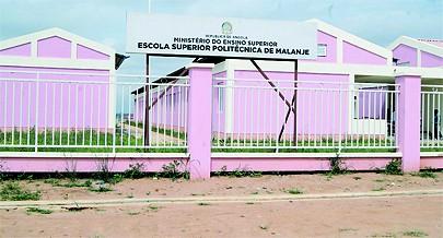 Escola Superior Politécnica de Malanje é uma referência nacional em áreas ligadas às ciências e conta com novos cursos e docentes que vão melhororar cada vez mais a qualidade do ensino