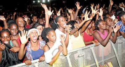 Público maioritariamente jovem vibrou ao som dos artistas nacionais no espectáculo Kero Amor