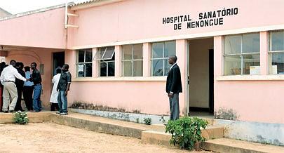 O Hospital Sanatório de Menongue trata além da tuberculose doentes com lepra porque a província não dispõe de uma leprosaria por isso os pacientes recebem tratamento em regime ambulatório