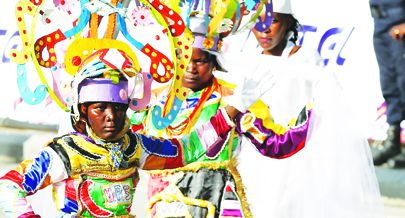 Semanas de preparação terminam na próxima terça-feira na Marginal da Praia do Bispo com a eleição dos três melhores grupos carnavalescos do Entrudo em Luanda deste ano