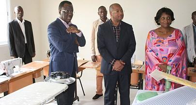 Ministro Pitra Neto e o governador do Cuanza Norte  em visita a alguns centros de formação profissional  em funcionamento na província