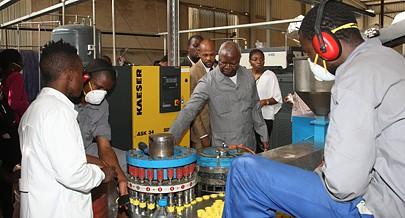 Uma fábrica como a Basel-Angola é um grande investimento com custos de manutenção elevados mas que cria postos de trabalho