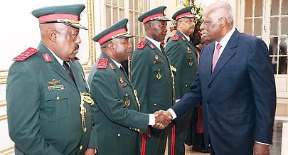 Presidente da República José Eduardo dos Santos pediu celeridade no processo de modernização das Forças Armadas Angolanas e o pagamento dos subsídios aos desmobilizados