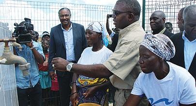 Governador João Baptista Kussumua participou na inauguração do sistema para a satisfação da população residente no Gove