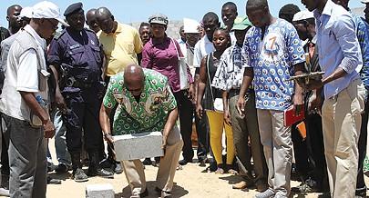 Confederação das Associações de Camponeses e Cooperativas Agropecuárias de Angola lança primeira pedra do Mercado Rural