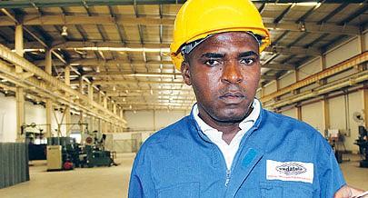 A maior parte dos trabalhadores da Vedatela vive a primeira experiência laboral numa  fábrica