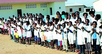 Com o advento da paz milhares de crianças ingressaram no sistema de ensino da província