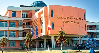 A escola foi concebida para servir o país e a região em matéria de investigação científica