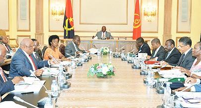Obras nas vias secundárias e terciárias da cidade de Luanda estiveram ontem em análise na reunião orientada pelo Chefe de Estado