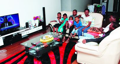 Enoque Ginga e a família estão entre os primeiros moradores da nova urbanização