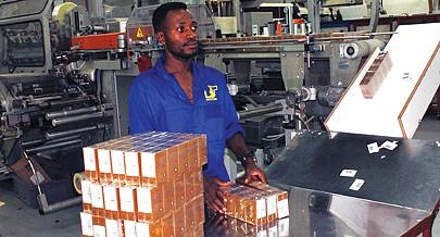 As máquinas utilizadas na fábrica estão equipadas com sistemas automatizados  e modernos