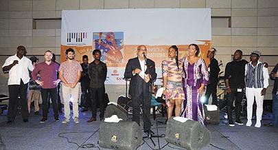 Promotor Jerónimo Belo (ao centro) apelou a democratização do estilo musical jazz e a arte em geral
