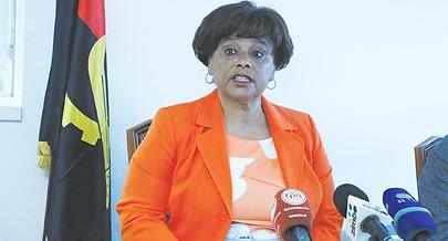 Carolina Cerqueira destacou durante a conferência de imprensa o  papel de  António Ole no desenvolvimento das artes plásticas no país