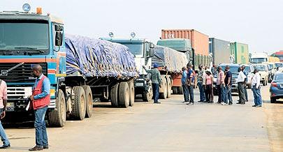 Posto fronteiriço do Luvo recebe todos os dias centenas de camiões porta-contentores e normais com cargas maioritariamente de Luanda