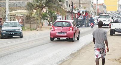 Ontem devido ao descerramento da placa o trânsito automóvel esteve relativamente lento