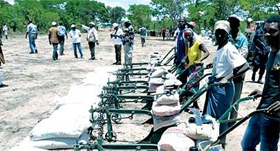 Governo Provincial da Huíla distribui parcelas de terra para combater a pobreza na região