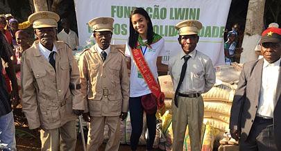 Detentora da coroa de mulher mais bela do país ofereceu vários bens às autoridades tradicionais locais