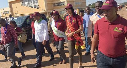 Miss Angola esteve a trabalhar na cidade de Ndalatando capital da província do Cuanza Norte