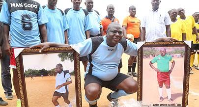 Antigo praticante foi homenageado durante a final do torneio de futebol realizado em Viana