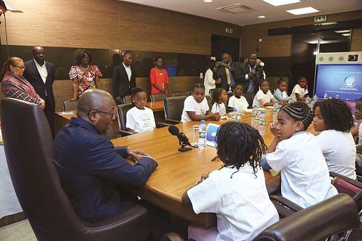 As crianças foram recebidas pelo presidente do Conselho de Administração da AGT