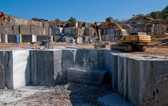 Angola exporta em bruto grandes blocos e não retira deles o valor que a cadeia produtiva oferece  até à transformação
