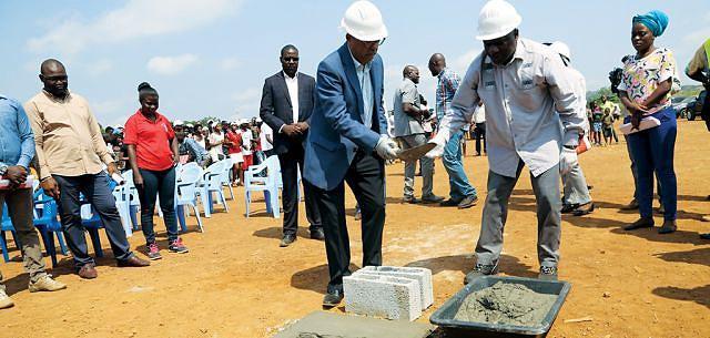 Durante o lançamento da primeira pedra Rui Cruz da Imogestin garantiu  que o projecto prevê a construção de 200 fogos habitacionais em Mbanza Kongo e noutros municípios