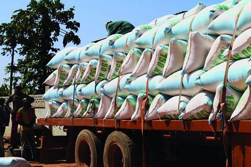 Anualmente toneladas de milho são transportadas em camiões a partir de Quipungo para os principais centros de consumo do país