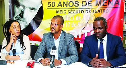 Adérito Rodrigues (ao centro) apresentou em conferência de imprensa as novidades da segunda edição do circuito internacional de Teatro