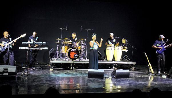 A Banda Maravilha surgiu da união de conceituados instrumentistas que se encontravam dispersos na sequência da eclosão da guerra em 1992