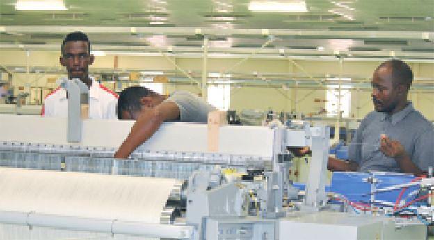 Instalação das fábricas incluiu a formação de operadores das máquinas