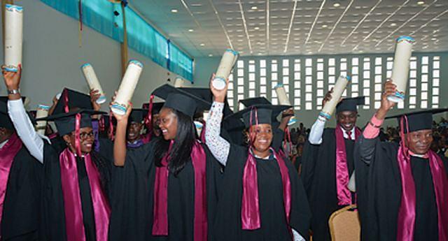Número cada vez maior de estudantes que se inscrevem anualmente nas instituições do ensino superior  tem colocado mais quadros qualificados no mercado nacional de trabalho e ajudar no desenvolvimento do país