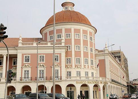Uma das  medidas foi separar o Banco de  Poupança e Crédito do banco central