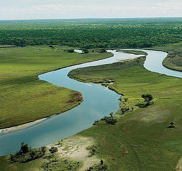 Rio Okavango tem atraído milhares de estrangeiros