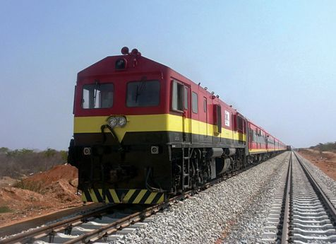Os 900 quilómetrosde linha férrea que ligam as províncias do Namibe, Huíla e Cuando Cubango estão quase reabilitados