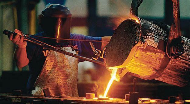 O ferro gusa também serve para o fabrico de objectos de uso doméstico como cadeiras. mesas, grelhadores e materiais de beleza